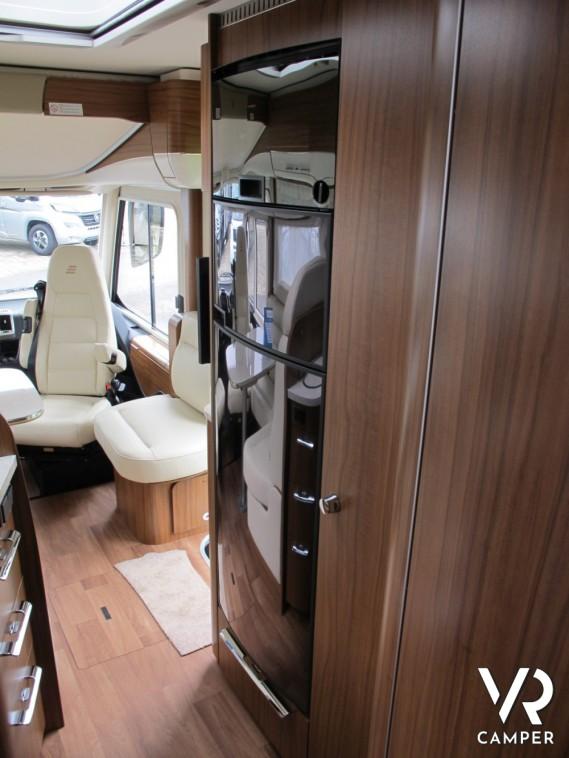 Hymer b 678 dl motorhome con garage for Piani di garage rv con officina
