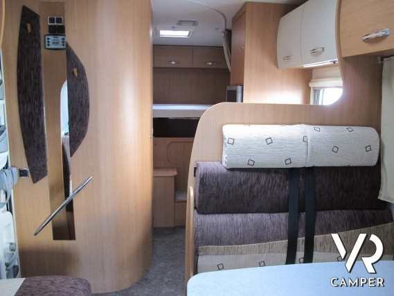 Camper Letto Matrimoniale.Chausson Flash 11 Mansardato Con Garage